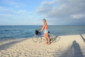 het eiland Gili T rond fietsen