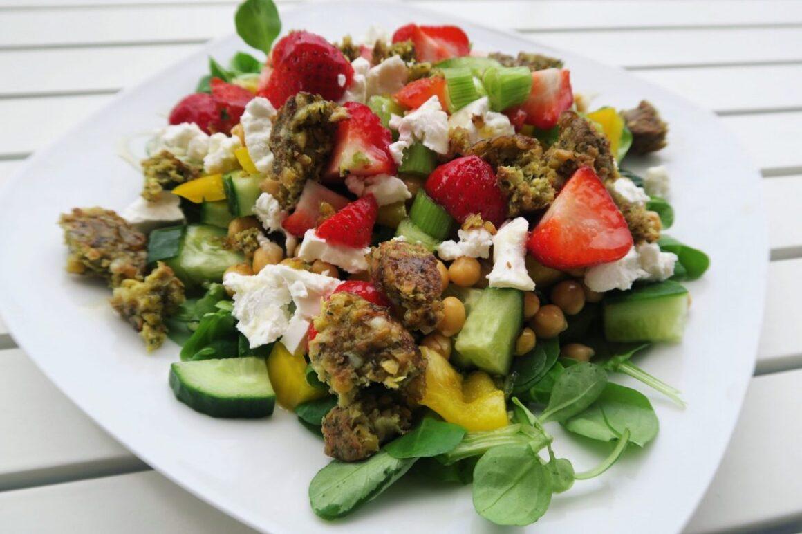 vega salade met falafel en geitenkaas