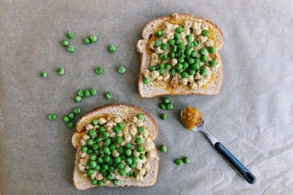 Kikkererwten kerrie op brood