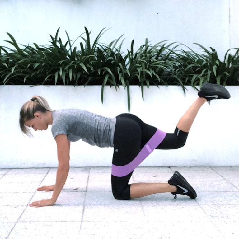 fit with marit oefening weerstandsband kick