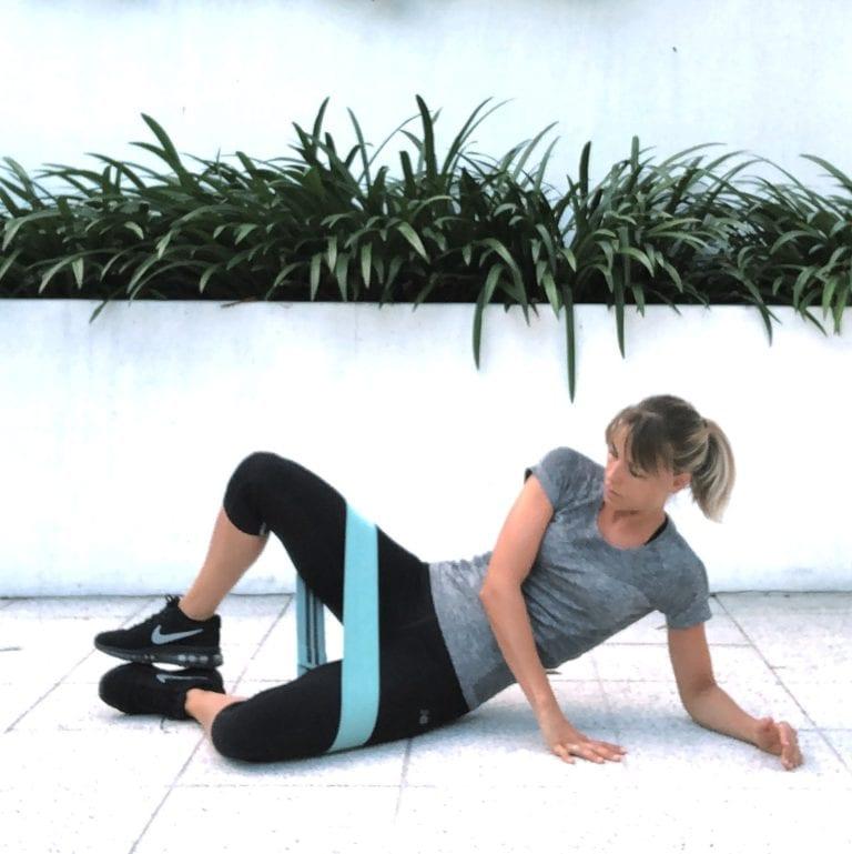 fit with marit oefening weerstandsband zittend