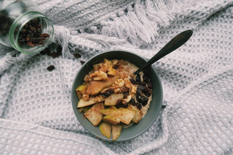 Warme havermout met gebakken peer