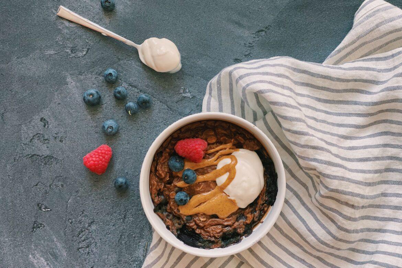 Baked oats met blauwe bessen