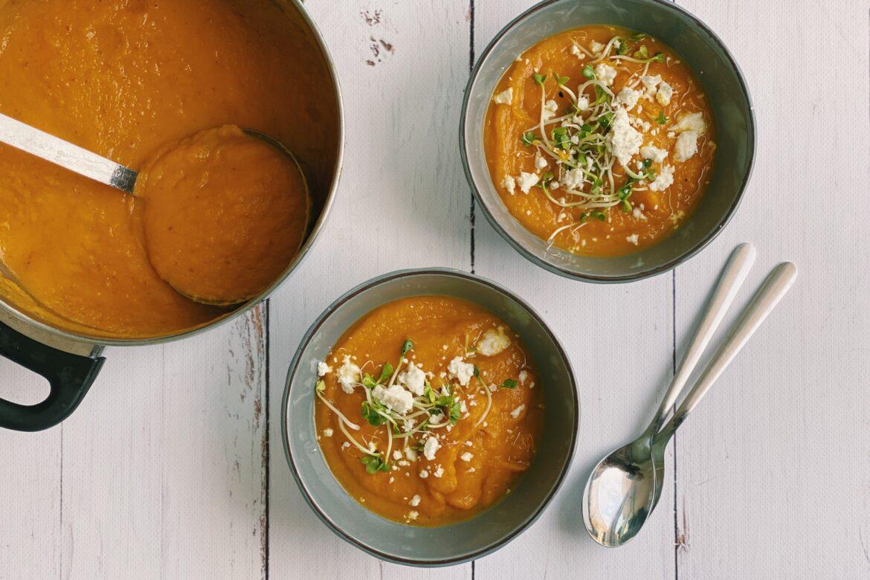 Zoete aardappel wortelsoep